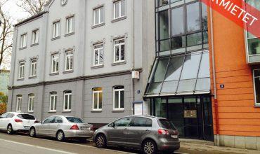 Moderne Praxis-/Bürofläche in einem Wohn- und Geschäftslage mit gehobenem Standard